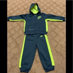 Like New Nike Therma-Fit Track Suit 24M